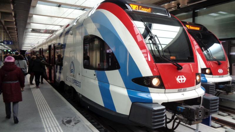 3. La gare de Chêne-Bourg. Les convois prêts à partir dans les deux sens
