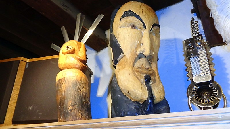 10. Des figurines réalisées avec toutes sortes de matériaux recyclés