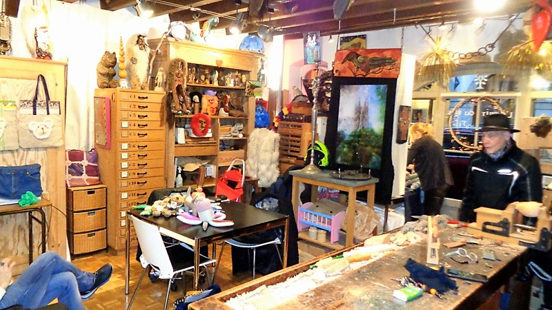 4. Un atelier-boutique foisonnant de créations diverses
