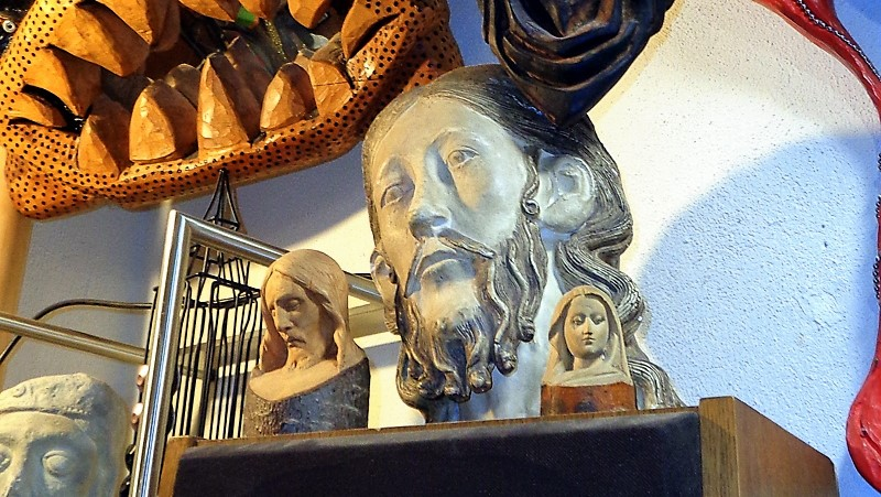 """7. Des sculptures et figurines plus """"religieuses"""""""