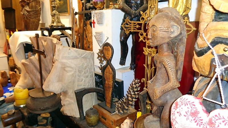8. Des sculptures du plancher jusqu'au plafond