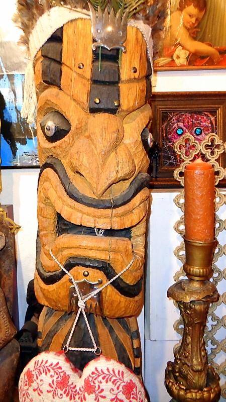 9. Sculpture bois inspiration totem