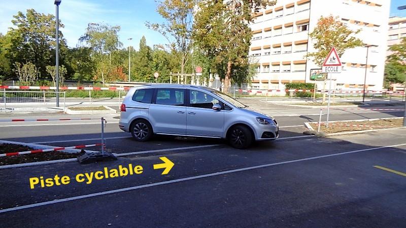 Les véhicules doivent couper la piste cyclable pour emprunter la rue Daniel-Gevril