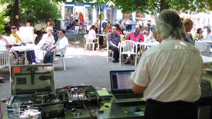 Un nombreux public pour écouter Kévin dans le parc de Beau-Séjour