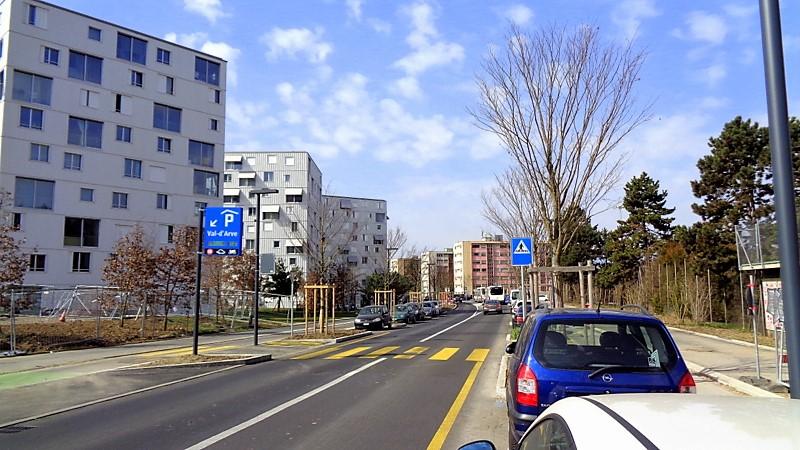 Vers l'entrée du parking Val d'Arve