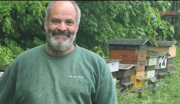 John Buffoni, apiculteur à Lancy,© DR